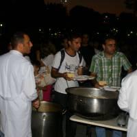 Istanbul, výdej jídla v době ramadánu