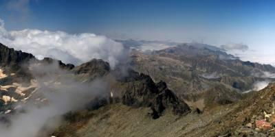 Kaçkar, na vrcholu Kaçkar Dağ (3937 m; nejvyšší hora celého pohoří)