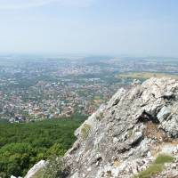 Zobor, vzadu Nitra a nekonečná Panonská nížina