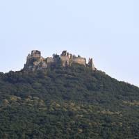 Hrad Gymeš od severu vpodvečer