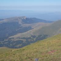 Midžor, pohled na Babin Zub, nyní hlavní=jediné zimní středisko srbské Staré planiny