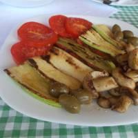 Večeře v turistickém letovisku Vrelo