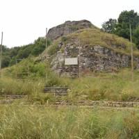 Starý památník-amfiteátr z Druhé světové války.
