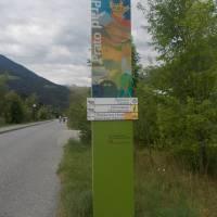Perfektní orientační značení na cyklostezce vždy před obcí v Jižním Tyrolsku