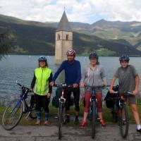 Přehrada Reschen See se zatopeným kostelem