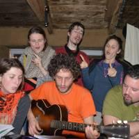 Hobitín na Zastávce, zpěv naší silvestrovské hymny Lokomotiva