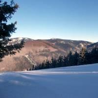 Nad Koutami nad Desnou, vzadu vlevo Keprník a uprostřed Červená hora (u Vřesové studánky)