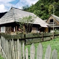 Maramureş – dřevěné domky v údolí Vaser