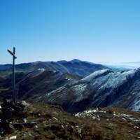 Rodna – pohled na Laptelui, úplně vzadu  hora Ineu
