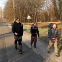 Sobotní ráno jdeme stále plochou krajinou východních Čech (u vsi Petrovice)