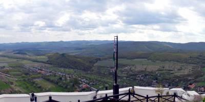 Z hradu Füzer, pohled na hřebeny Zemplényi-hegység